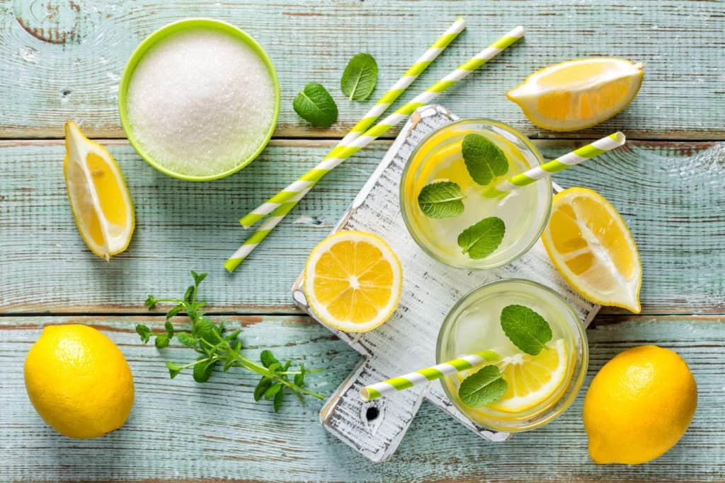 easy homemade lemonade in mason jars