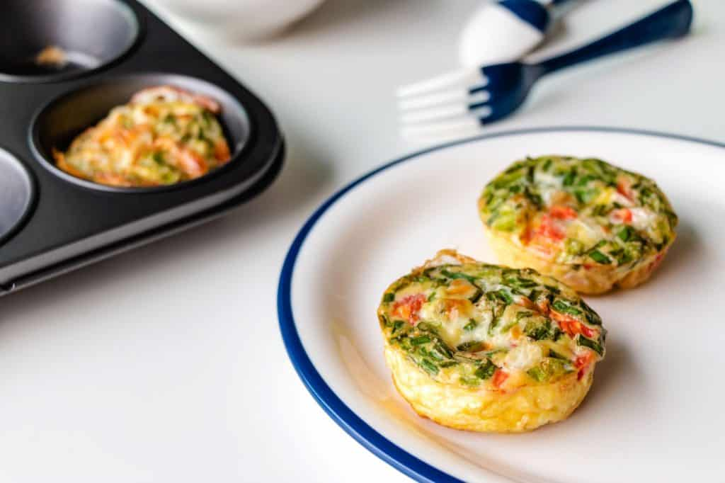 spinach egg muffins with peppers and feta