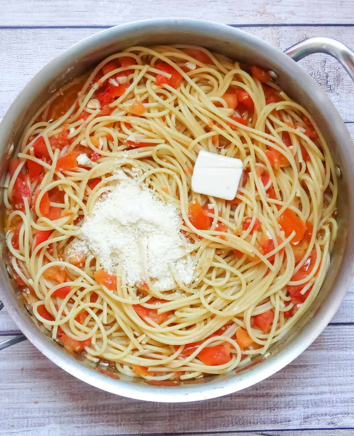 spaghetti with butter and parmesan