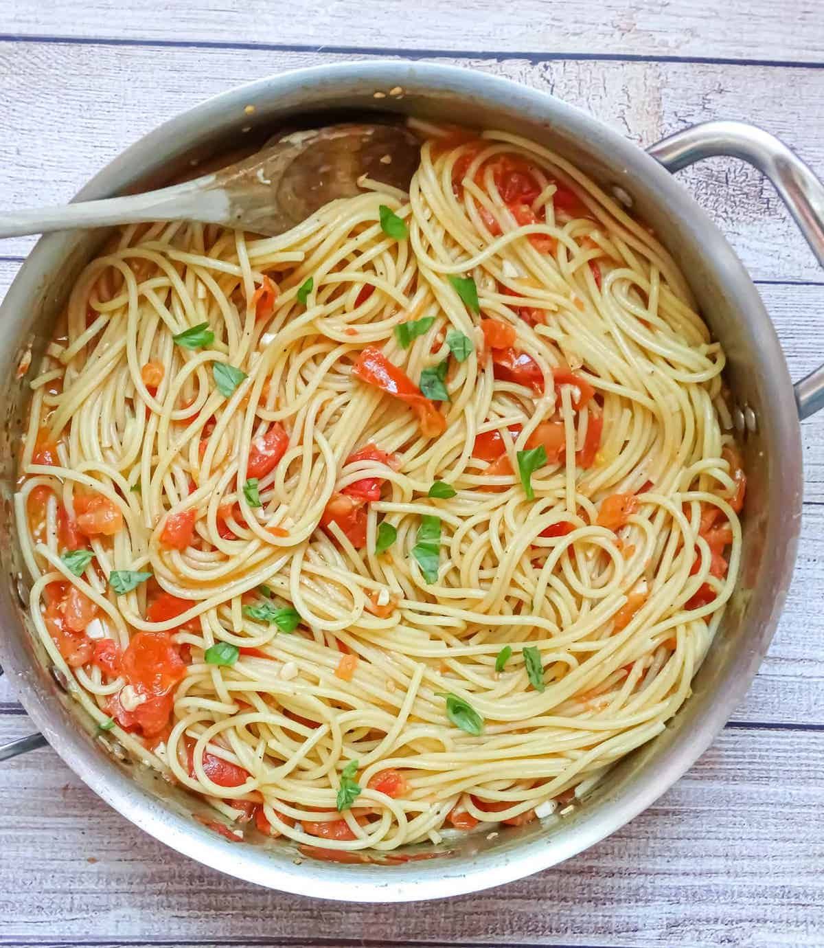 spaghetti and sauce with basil