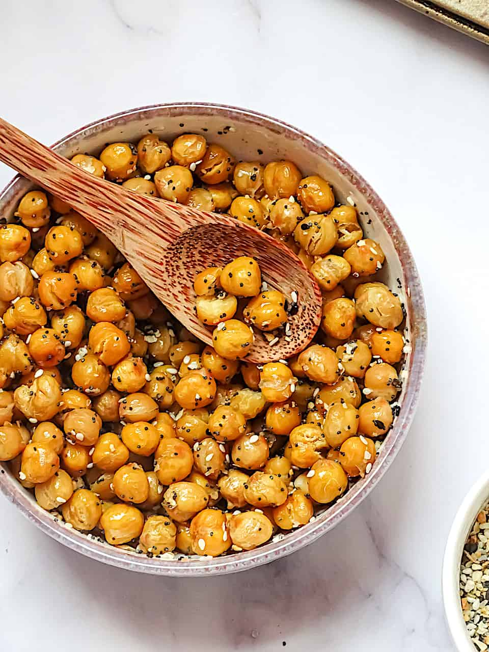 close up of everything bagel crispy roasted chickpeas in a white bowl