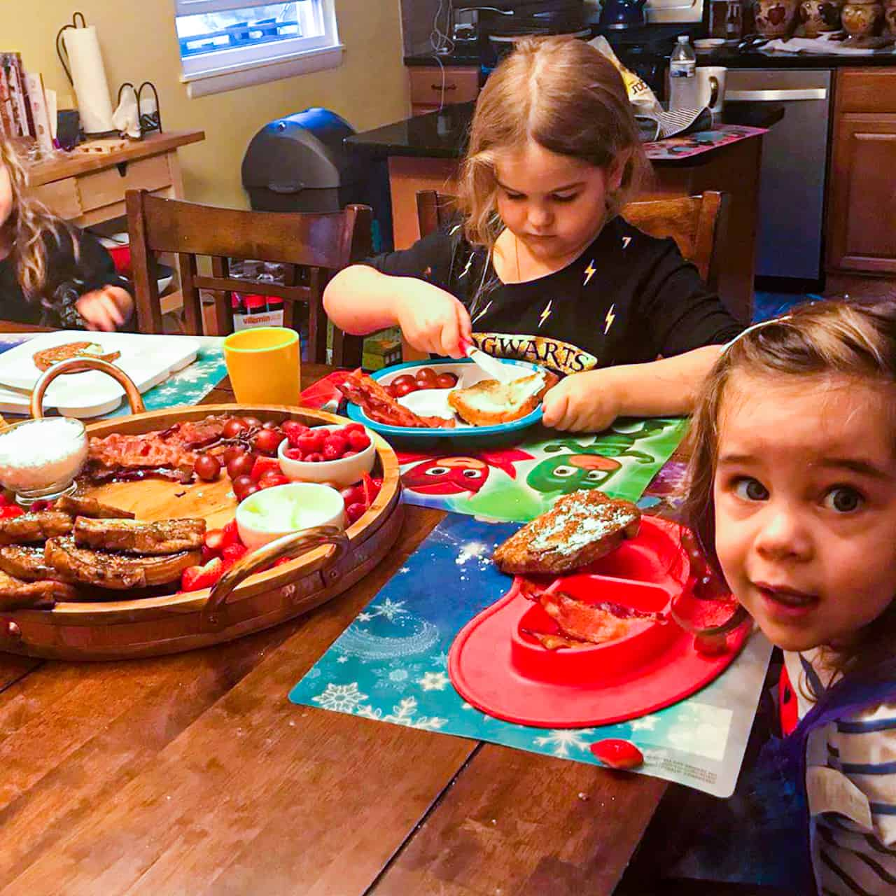 children eating breakfast at the kitchen table
