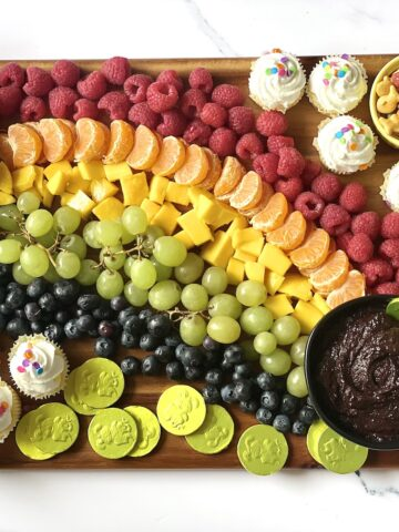 rainbow fruit board featured image