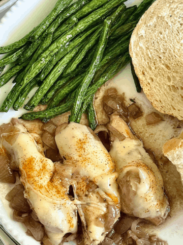 chicken, green beans, and bread on a white plate