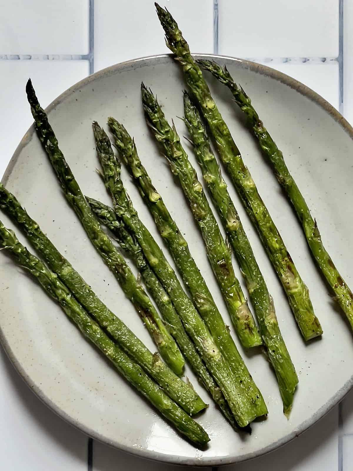 air fryer asparagus on a white plate
