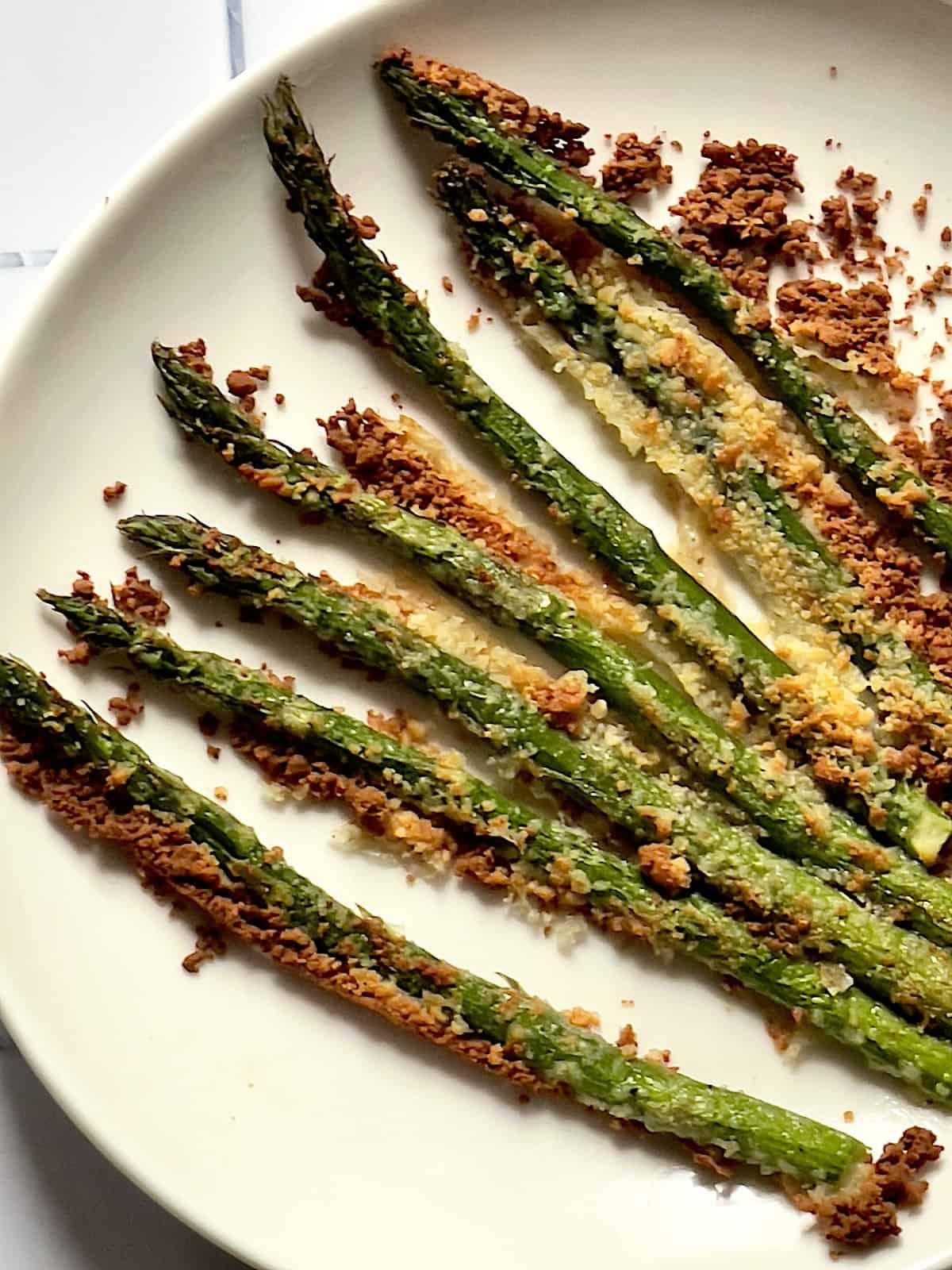 air fryer parmesan asparagus on a white plate